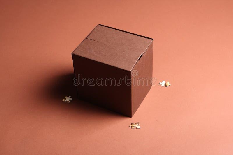 Bruine kubusdoos royalty-vrije stock afbeelding