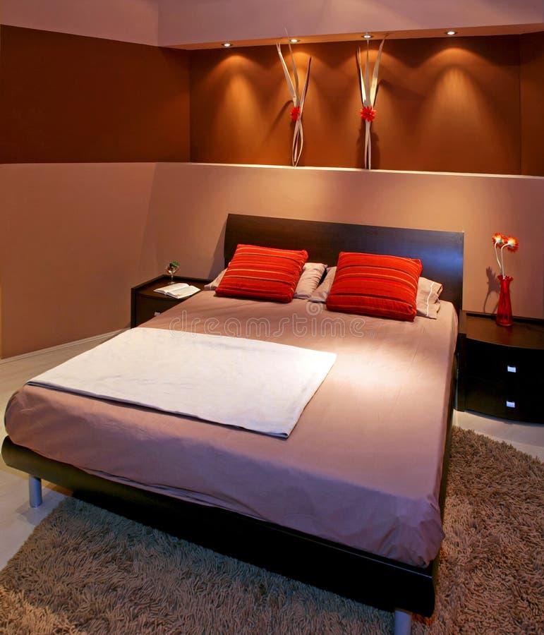 Bruine slaapkamer stock foto. Afbeelding bestaande uit bruin - 5412670