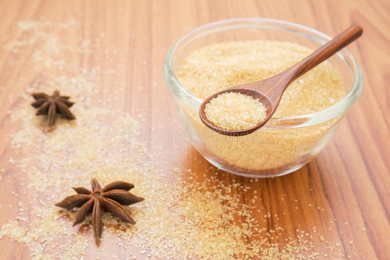 Bruine suiker op houten lepel royalty-vrije stock fotografie