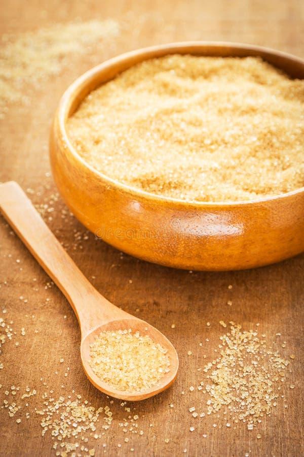 Bruine suiker op houten lepel en kom royalty-vrije stock fotografie