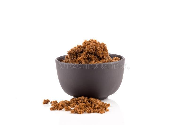 Bruine suiker op wit stock fotografie