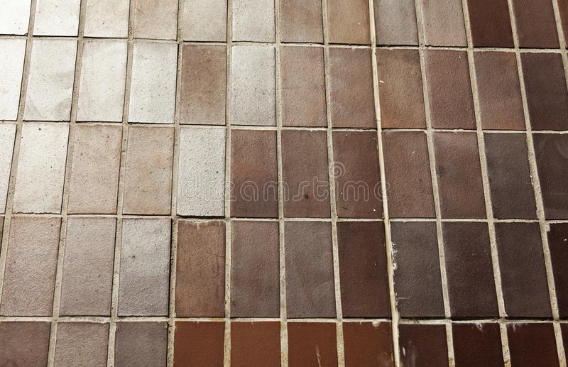 Bruine tegels opgezet als muur royalty-vrije stock afbeelding
