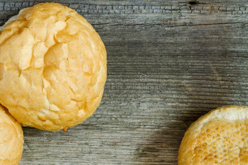 Bruine volkorenbroodbroodjes royalty-vrije stock afbeelding
