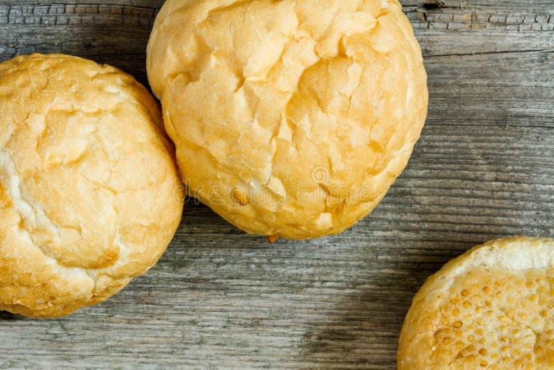 Bruine volkorenbroodbroodjes royalty-vrije stock afbeeldingen