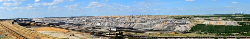 Bruinkool bovengrondse mijnbouw royalty-vrije stock fotografie