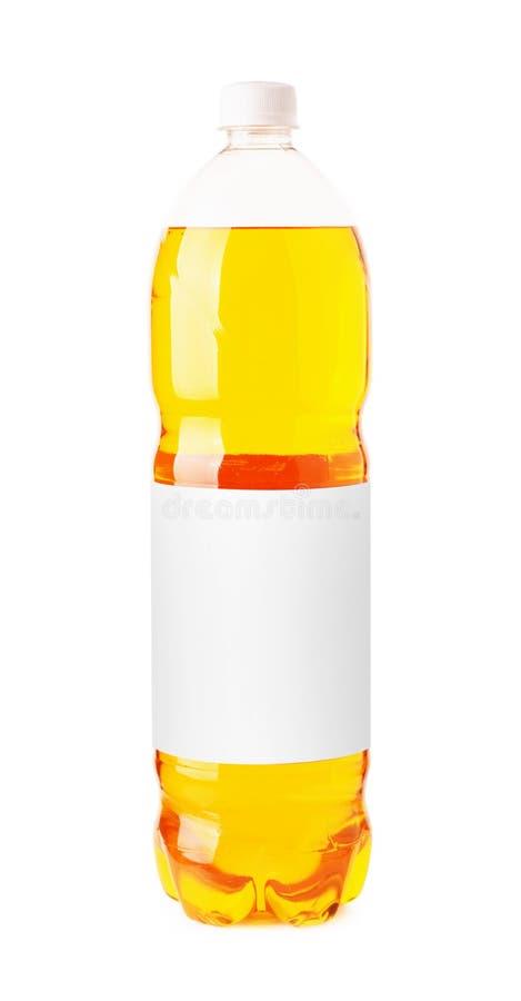 Bruisende oranje drank in een plastic fles royalty-vrije stock foto's
