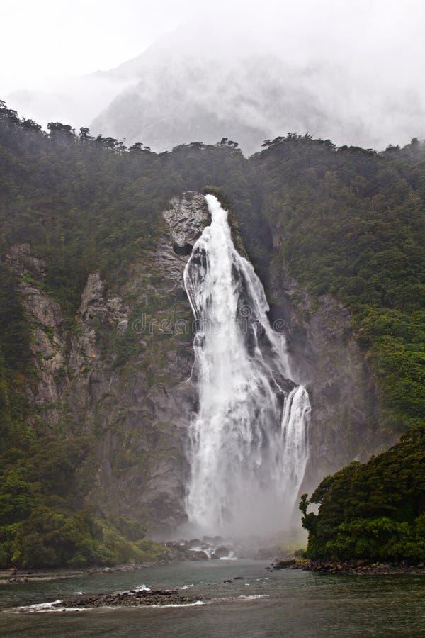 Bruit de cascade-Milford, croisière de l'eau photo libre de droits