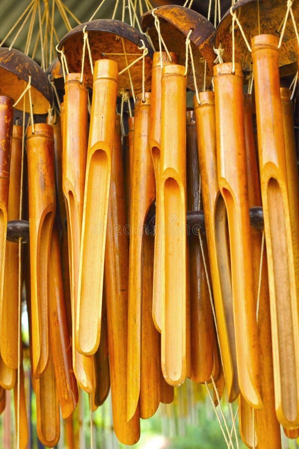 bruit en bambou de carillons de vent pour accrocher image stock image 34144981. Black Bedroom Furniture Sets. Home Design Ideas