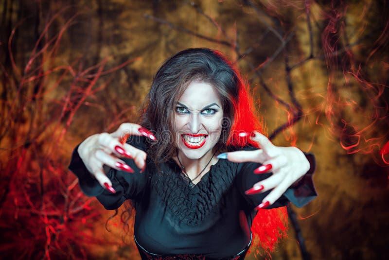 Bruja enojada de Halloween imagen de archivo