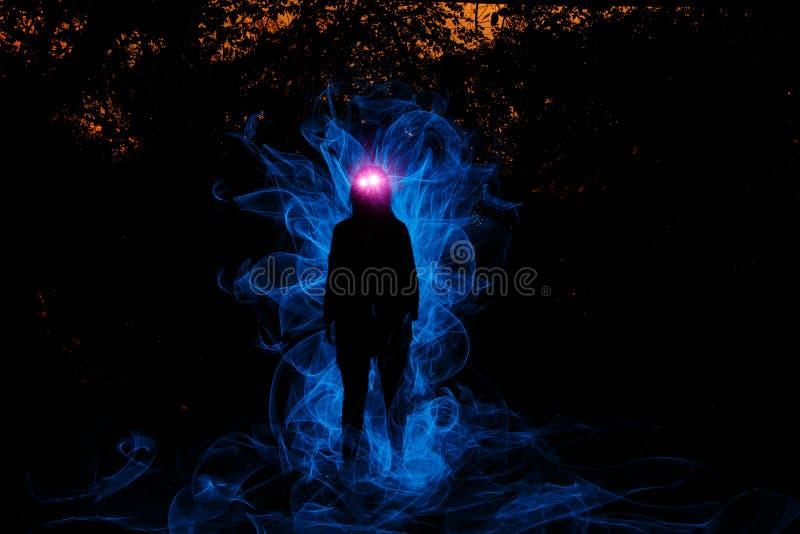 Download Bruja Que Juega Con Las Luces Foto de archivo - Imagen de estación, sombra: 100530092
