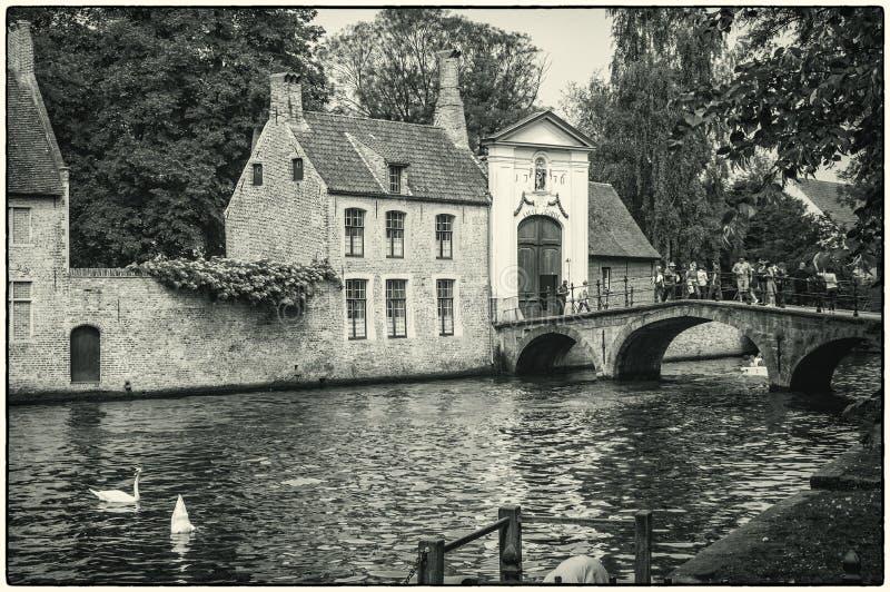Brujas, Bélgica El lugar del cisne cerca del beguinage foto de archivo