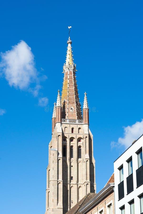 BRUJAS, BÉLGICA EUROPA - 25 DE SEPTIEMBRE: Iglesia de nuestra señora en B fotografía de archivo