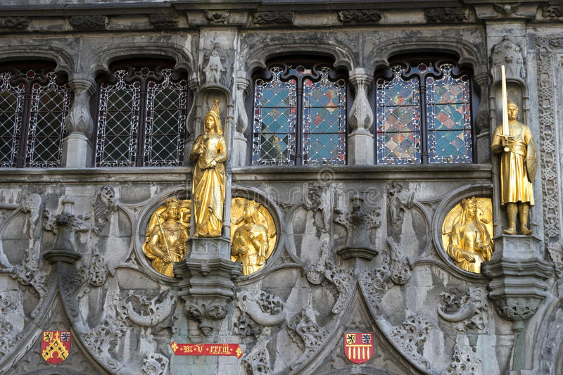 BRUJAS, BÉLGICA EUROPA - 25 DE SEPTIEMBRE: La basílica del santo fotos de archivo