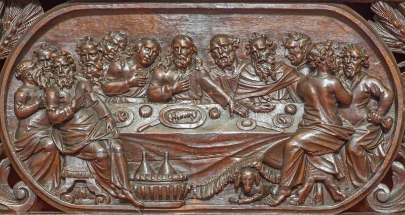 Brujas - el alivio tallado de la última cena de Jesús en Karmelietenkerk (iglesia de Carmelites) imagen de archivo libre de regalías