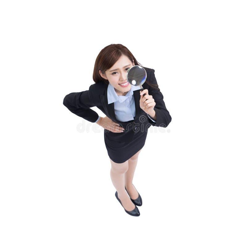 Bruk för affärskvinna som förstorar arkivfoton