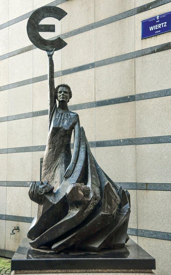 Bruksela Belgia, Luty, - 20, 2017: statua przed Europa obraz royalty free