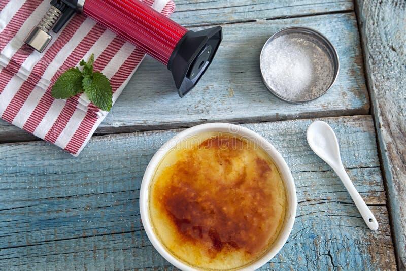 brulee caramelised övre traditionell vanilj för kräm- socker för krämefterrätt franskt royaltyfri foto