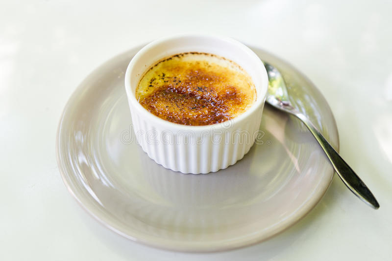 brulee caramelised ваниль cream сахара десерта creme французского верхняя традиционная стоковое фото rf