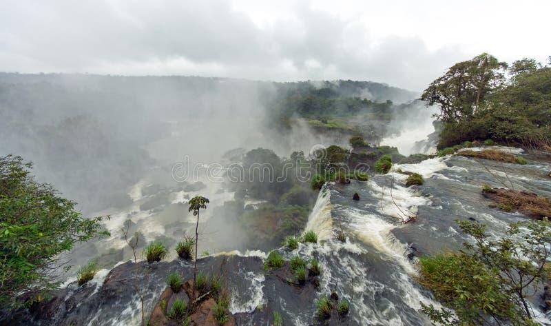 Brume au-dessus des chutes d'Iguaçu photo stock