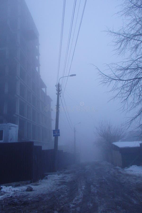 Brume dans la ville abandonnée photo stock