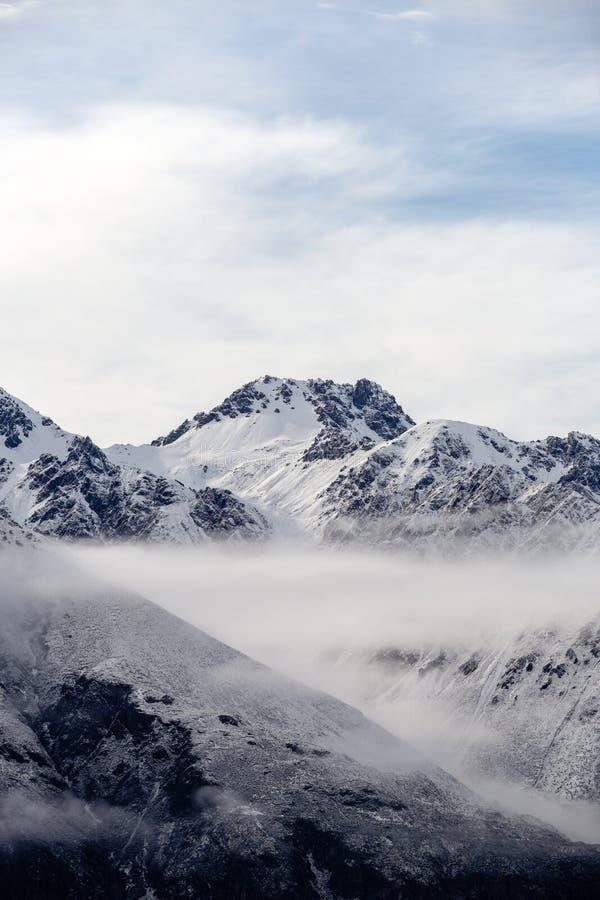 Brume de matin à la chaîne de cuisinier de Mt, Nouvelle-Zélande images stock