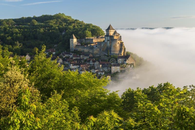 Brume de matin, Castelnaud, Dordogne, l'Aquitaine, images stock