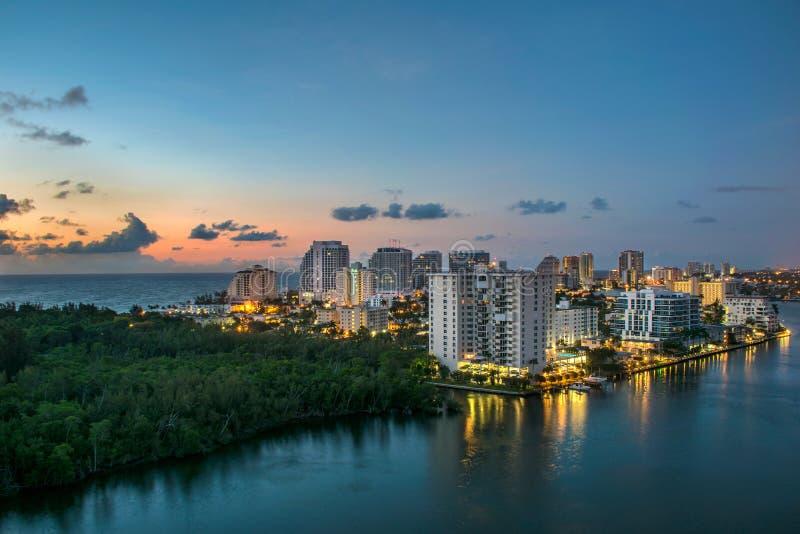 Brummen-Antenne von Fort Lauderdale-Strand-Skylinen stockfoto