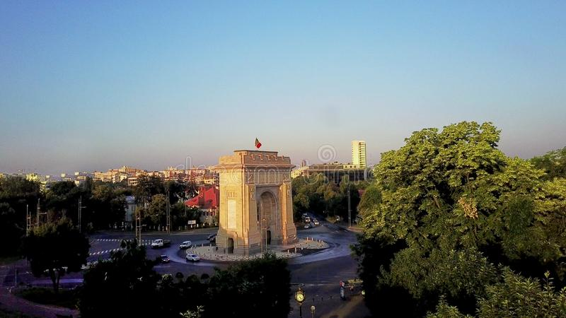 Brummen-Bild für Triumph-Bogen in Bukarest, Rumänien stockfotografie