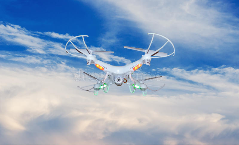Brummen (UAV) im Flug stockfoto