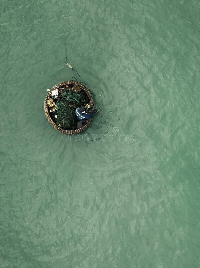 Brummenansicht des vietnamesischen Fischermannes stockfoto
