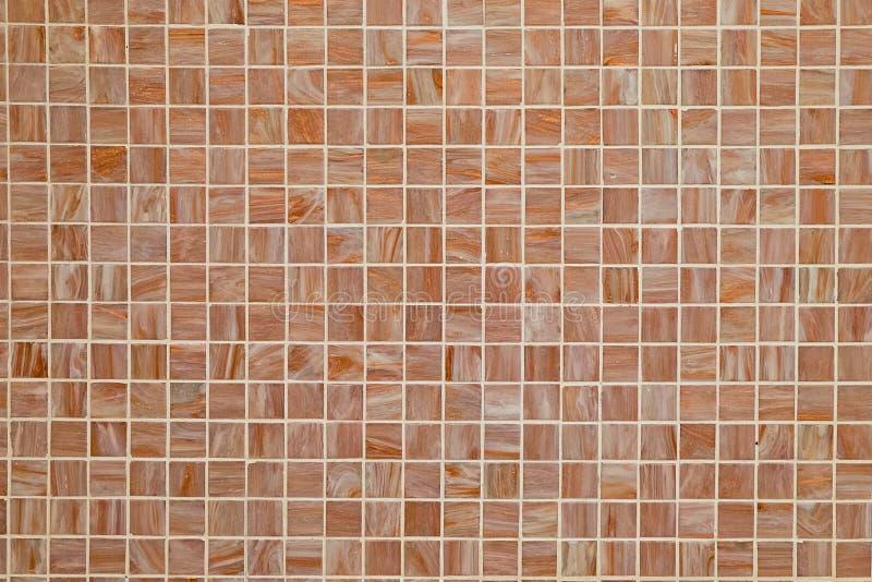 Brun fyrkant belagd med tegel bakgrund royaltyfri bild