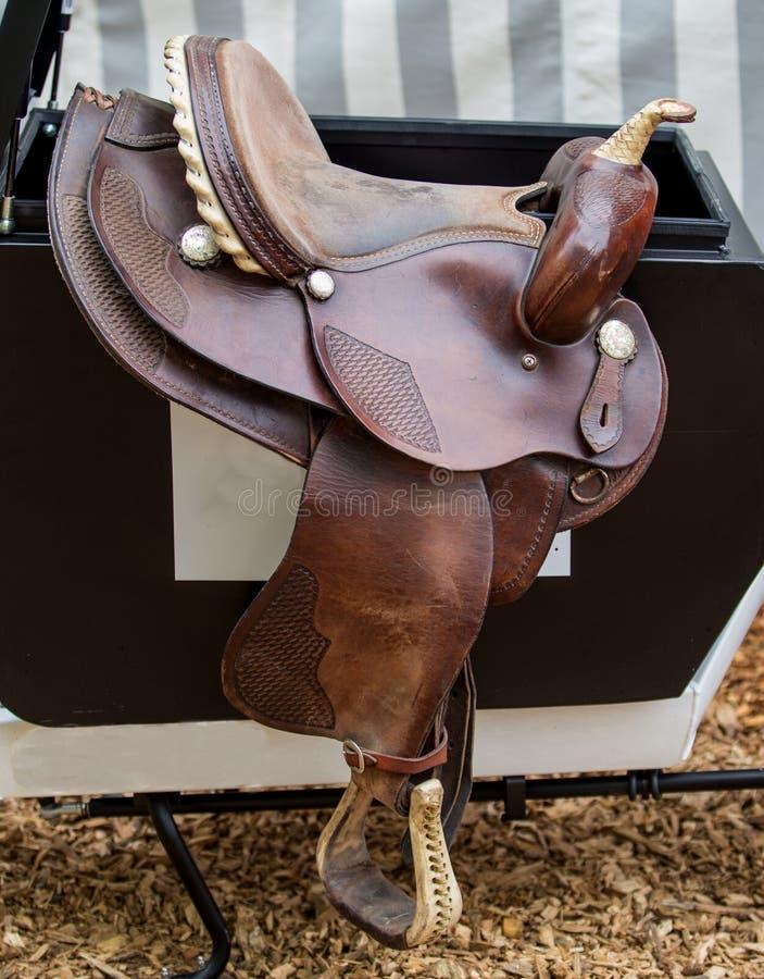 Brun sadel för häst` s royaltyfri foto