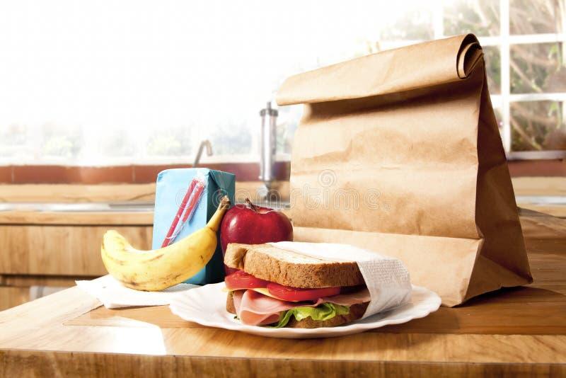 brun sund lunchskola för påse royaltyfria bilder