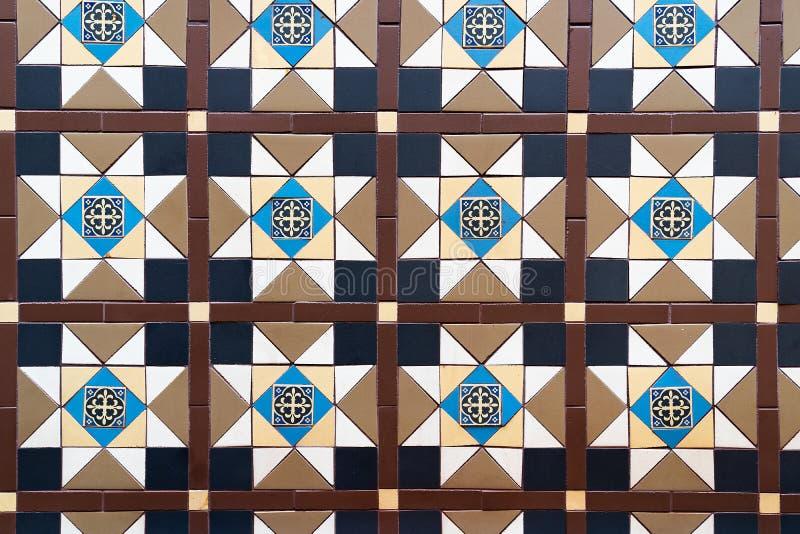 Bruna blåa tegelplattor för vägg för badrum för mosaiker för kombinationsfyrkant texturerar bakgrund arkivbild