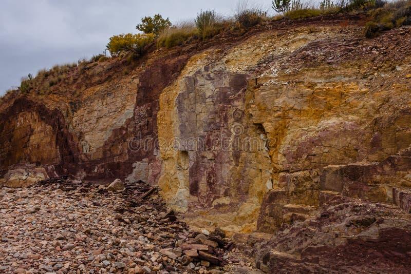 Brunatnożóła jama w Australijskim odludziu używać tubylczymi ludźmi zdjęcie stock