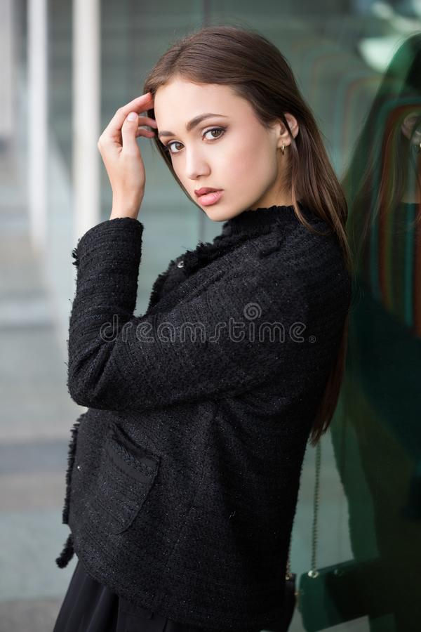 Brune de haute couture photographie stock libre de droits