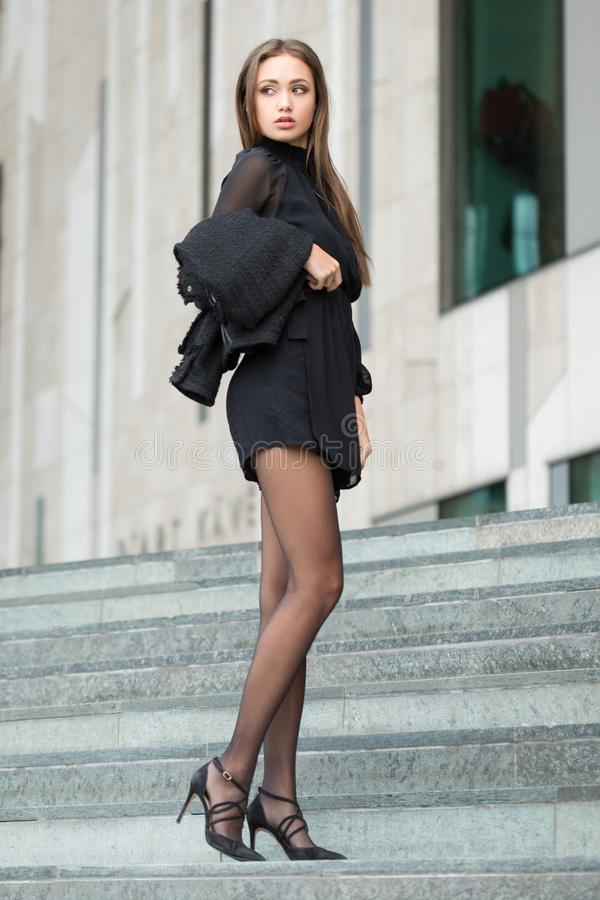 Brune de haute couture image stock
