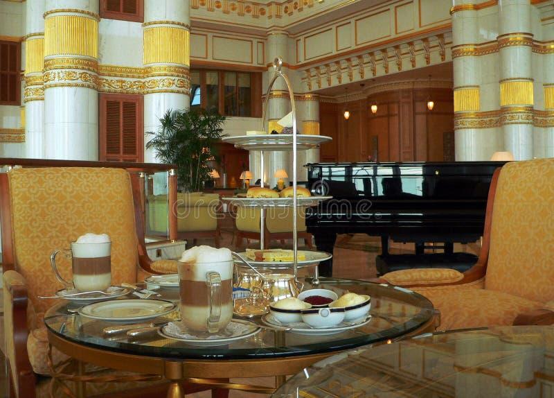 Brunei. Ajuste a tabela do Elevado-Chá imagens de stock royalty free