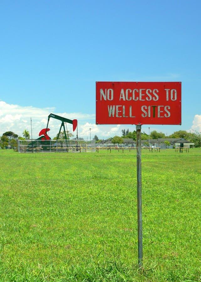 Brunei. Nenhum acesso ao poço de petróleo fotografia de stock royalty free