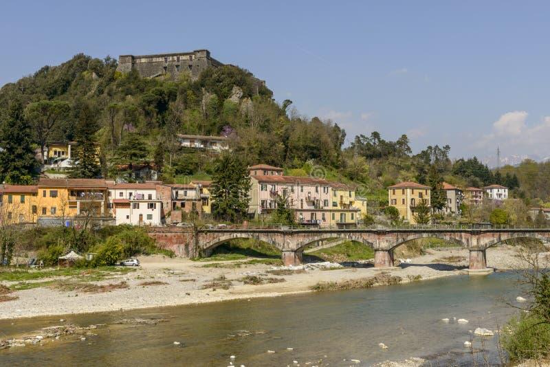 Brunellavesting over Magra-rivier, Aulla royalty-vrije stock foto's