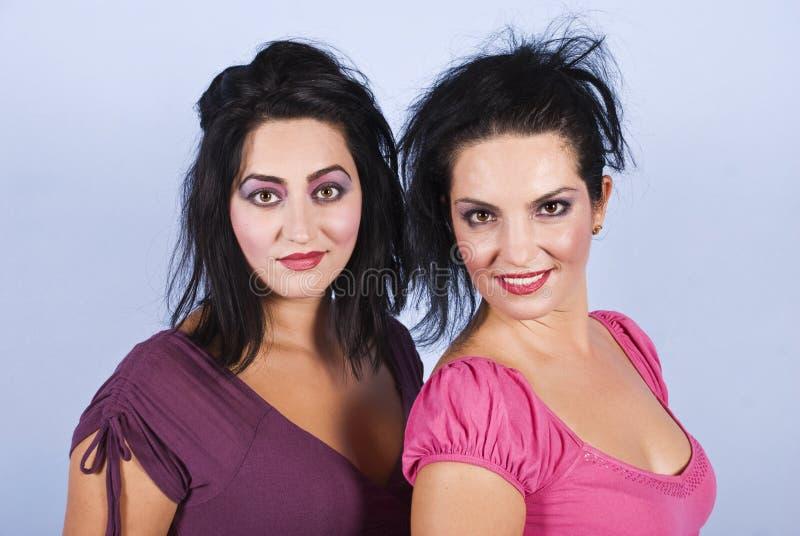 brunetek portreta zmysłowe dwa kobiety obraz stock