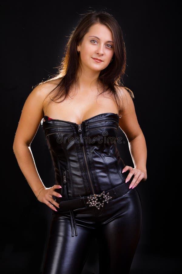 brunetka czarny lateks fotografia royalty free