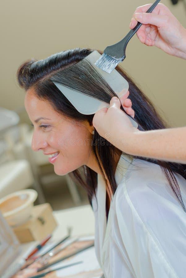Brunetka ma włosy coloured fotografia royalty free