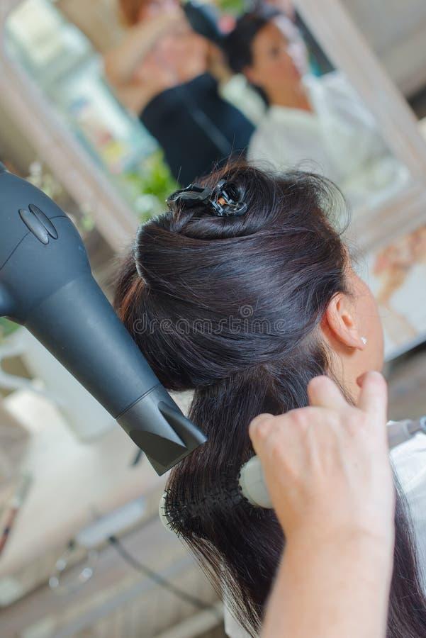 Brunetka ma włosy projektującego zdjęcia stock