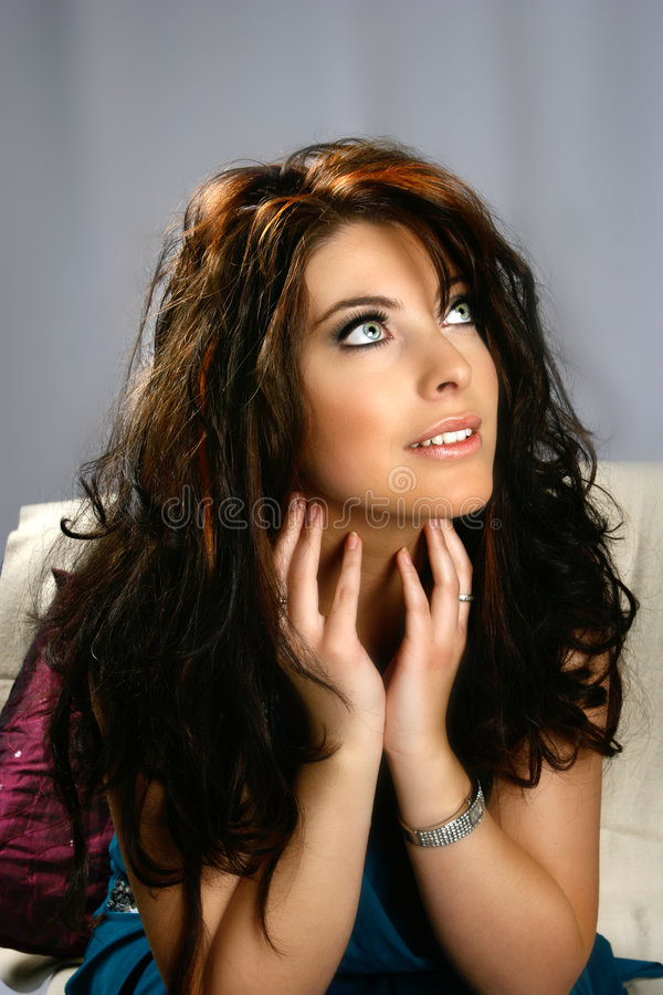 brunetka, niebieska cudowny zdjęcie stock