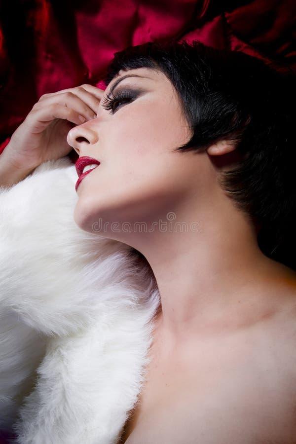 Brunetka piękna krótka z włosami brunetka obrazy royalty free