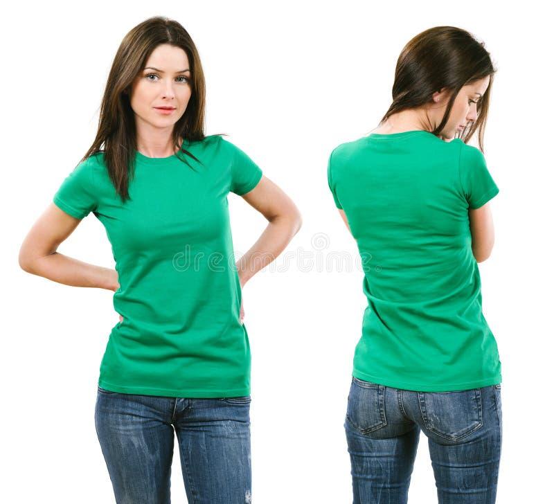 Brunetka z puste miejsce zieleni koszula fotografia royalty free