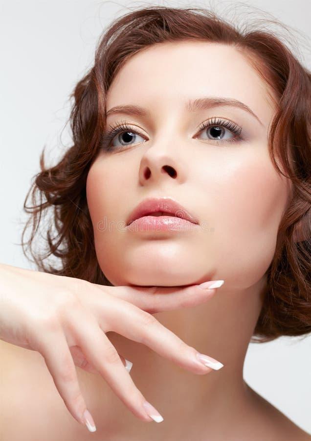 Brunetki kobieta z manicure'em obrazy royalty free