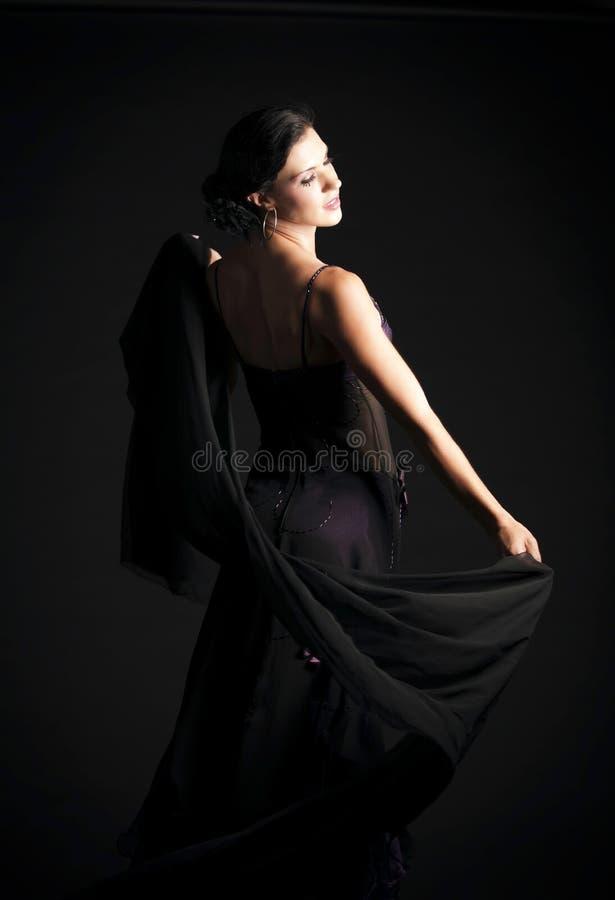 Brunetki kobiety taniec zdjęcie royalty free
