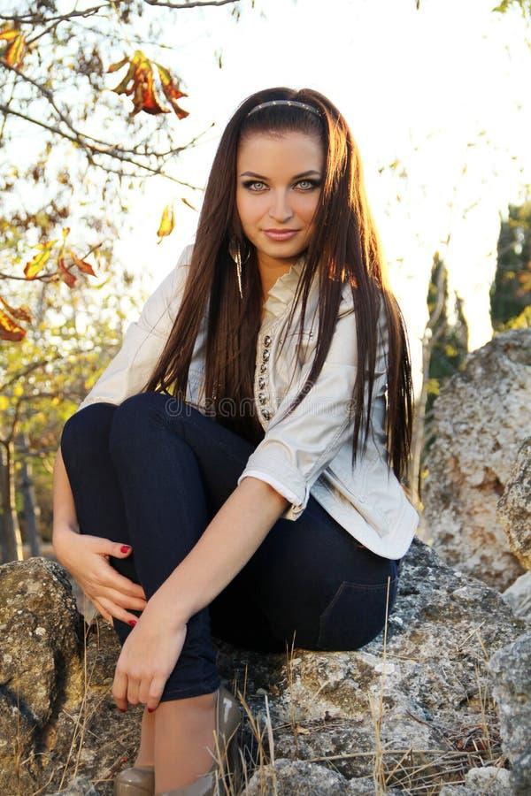 Brunetki młoda kobieta, młody portret zdjęcia stock